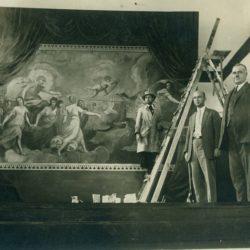 Димитър Йончев в процес на работа по свой сценографски проект, 30-те години на ХХ в.